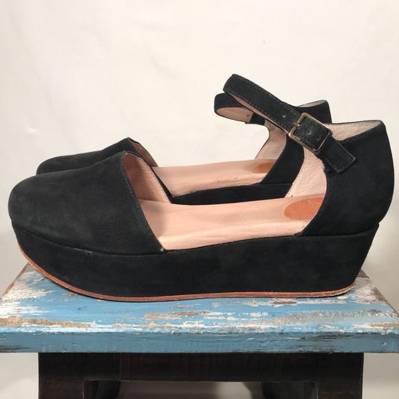 b1ed4a5c1b8e Gee WaWa Shoes - Gee WaWa Anthropologie Daphne Suede Platform Sz 9